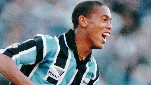 Ronaldinho-Gaucho-atuando-pelo-Gremio-size-620